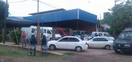 Allanan cinco predios de la comunidad gitana dedicados a la venta de vehículos