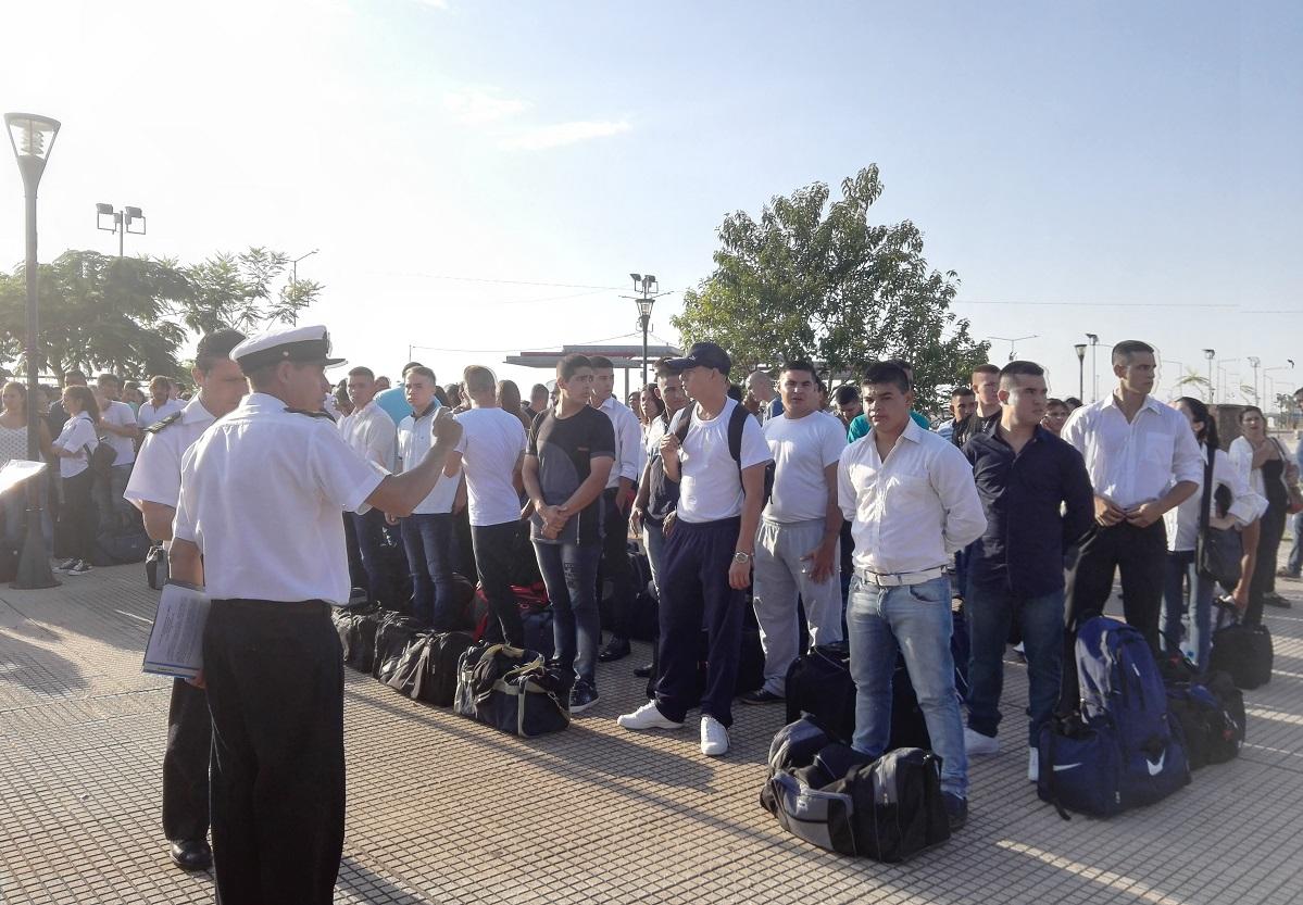 Jóvenes misioneros partieron hacia Buenos Aires con el objetivo de formar parte de la Armada Argentina