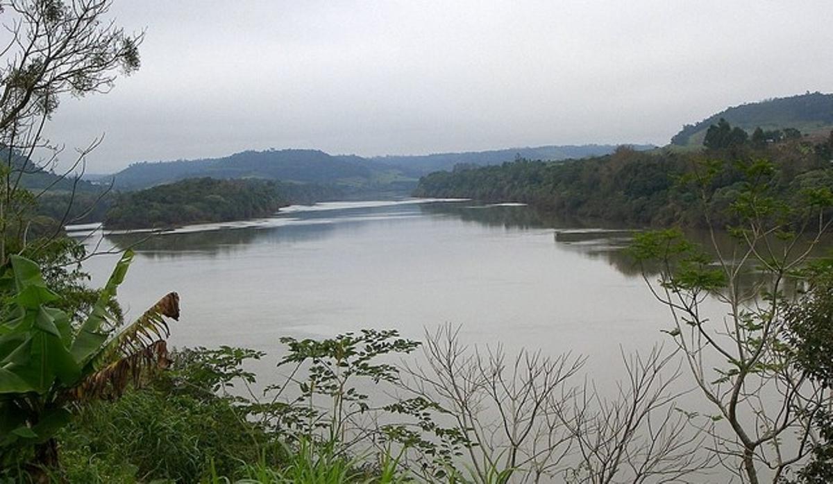 Murió en Posadas un chico apostoleño que se había golpeado contra una canoa al tirarse al río Uruguay