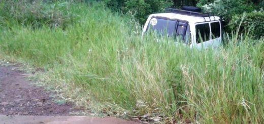 Perdió la dirección del vehículo y despistó cerca de Cerro Azul