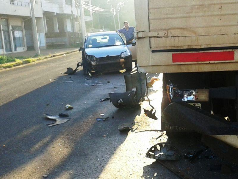 Un auto y un camión protagonizaron un fuerte choque en Posadas
