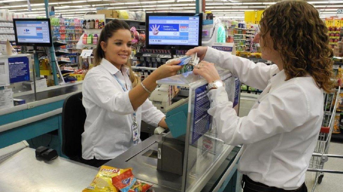 Paro bancario y fin de semana largo: cómo retirar dinero en efectivo sin utilizar los cajeros