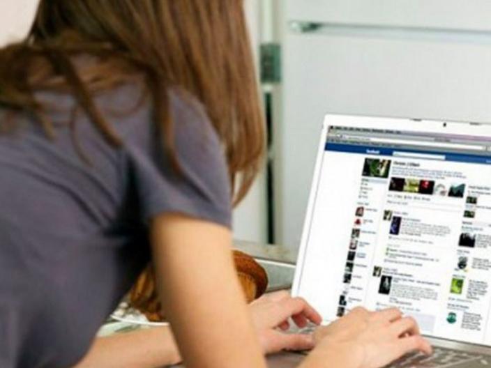 Mirá cómo funciona «Caretas» en la interacción con fotos íntimas, adolescentes y Facebook