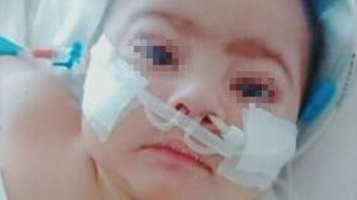 Desesperado pedido de ayuda para su bebé que necesita oxígeno artificial para poder sobrevivir