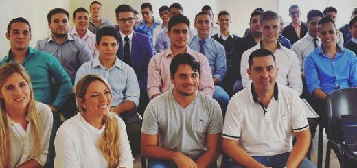 Once jóvenes superaron en Posadas la entrevista laboral para trabajar en Flybondi