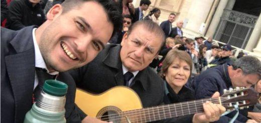"""Emocionante: este Miércoles Santo, Los De Imaguaré le cantaron """"Peregrino de la Esperanza"""" al Papa Francisco"""