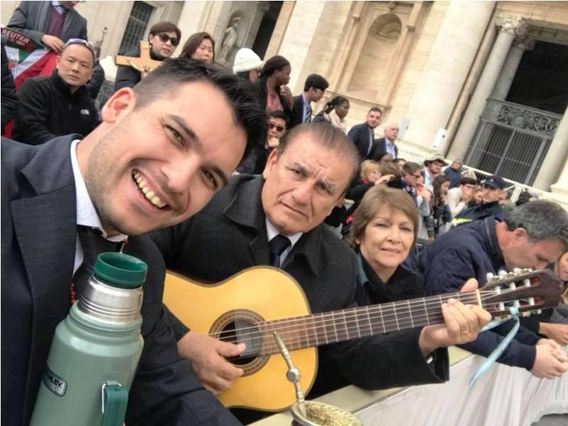 Emocionante: este Miércoles Santo, Los De Imaguaré le cantaron «Peregrino de la Esperanza» al Papa Francisco