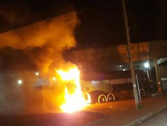 Se incendió un ómnibus en la terminal de San Vicente