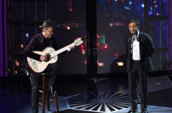El papelón de Gael García Bernal cantando «Remember Me», canción ganadora del Oscar