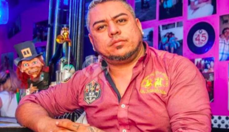 El encargado del bar machista respondió ante las quejas: «La que no está de acuerdo puede irse»