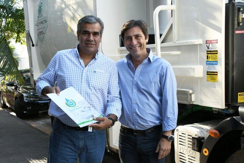 La EBY entregó un camión para la recolección de residuos al municipio de Garupá