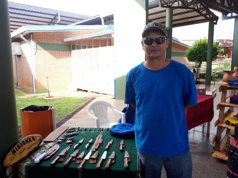 Encontró en la fabricación de cuchillos artesanales un medio de vida y una pasión por emprender