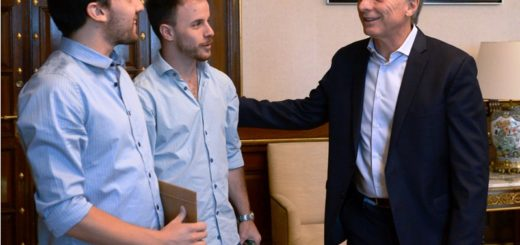Macri recibió a emprendedores que desarrollaron un dispositivo que provee agua potable y energía