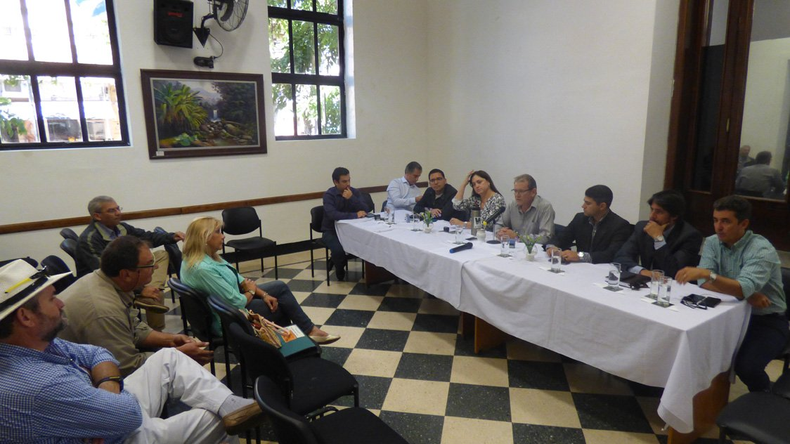 Taxistas posadeños se reunieron en el Concejo Deliberante en reclamo por una readecuación tarifaria