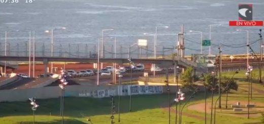 VIVO: Vea la fila para cruzar desde Posadas a Encarnación por el puente internacional