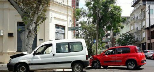 Choque en Bolívar y Roque Saenz Peña dejó daños materiales