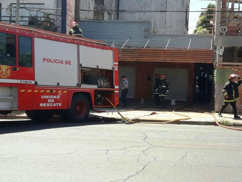 Cuatro dotaciones de bomberos trabajaron para sofocar un incendio en Posadas