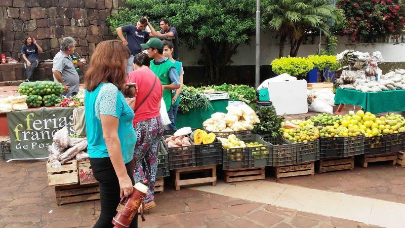 Hasta las 12:30 la Feria Franca ofrece sus productos en el Paseo Bosetti de Posadas