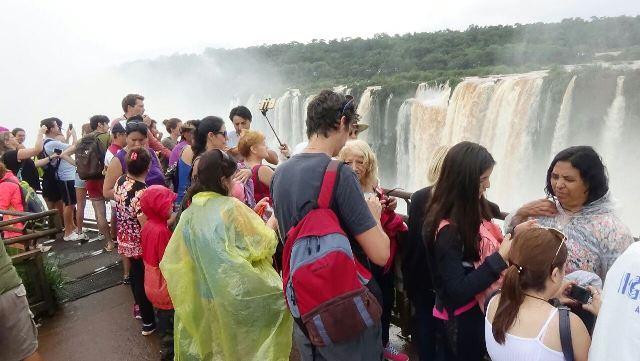 Aluvión de turistas nuevamente este sábado en Cataratas