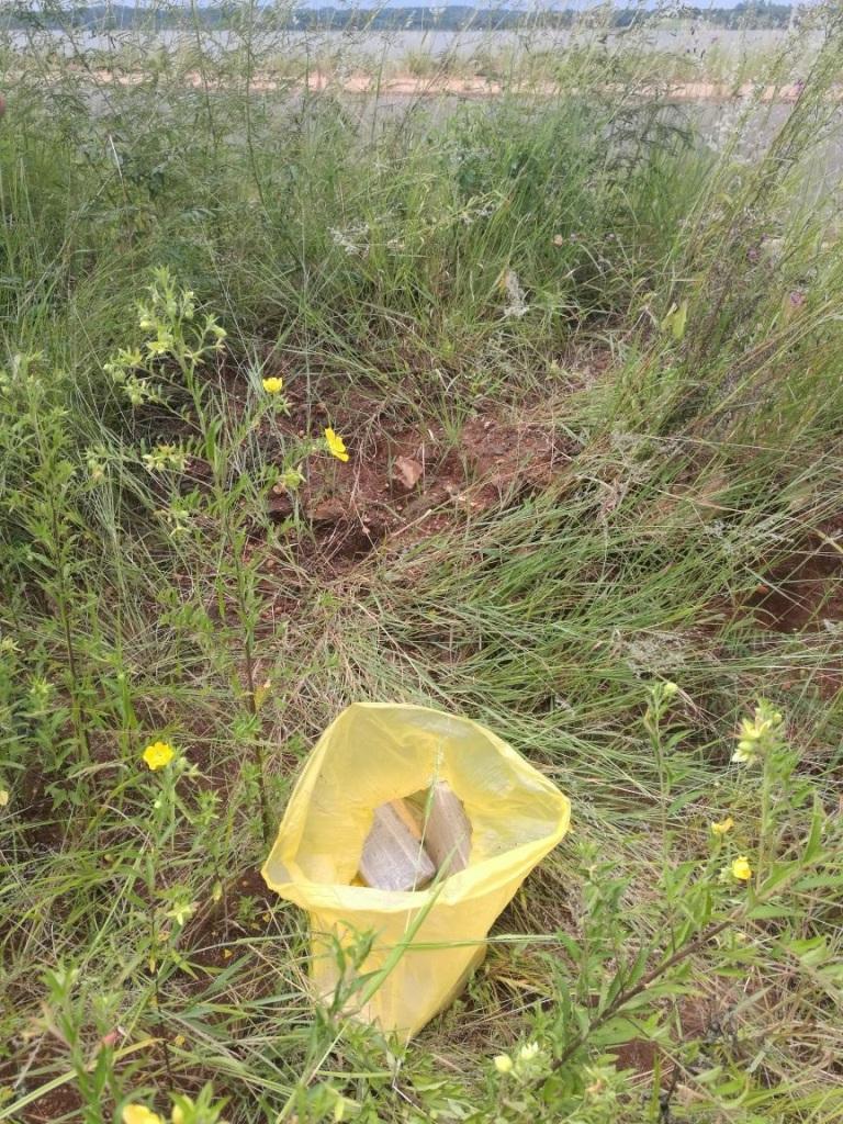 """Caen dos """"mulas"""" con 58 kilos de marihuana cerca de la costanera de Candelaria"""