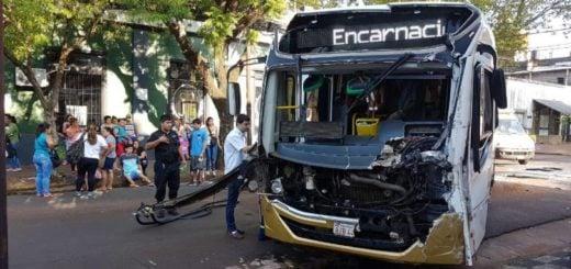 Choque de colectivos en pleno centro posadeño dejó 20 heridos