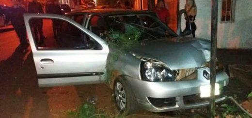 Dos chicas heridas al despistarse un auto en plena zona céntrica de San Vicente