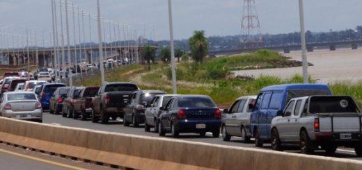 Asimetrías: Dos horas de demoras para cruzar el puente Posadas-Encarnación