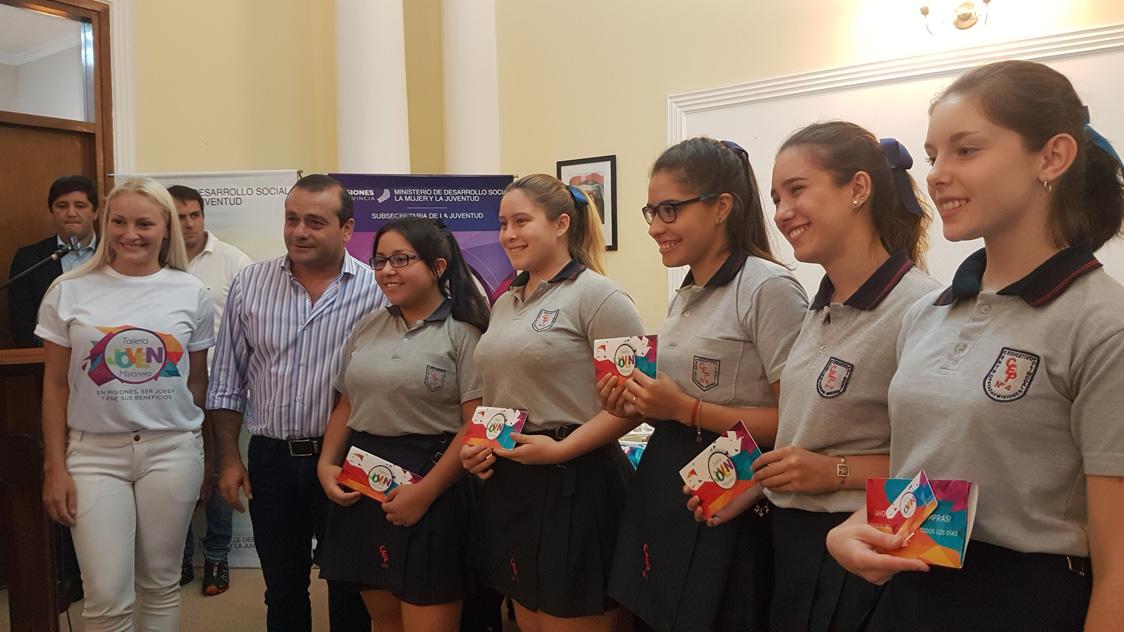 Presentaron la Tarjeta Joven Misionera, que ya tiene más de cien comercios adheridos en Posadas