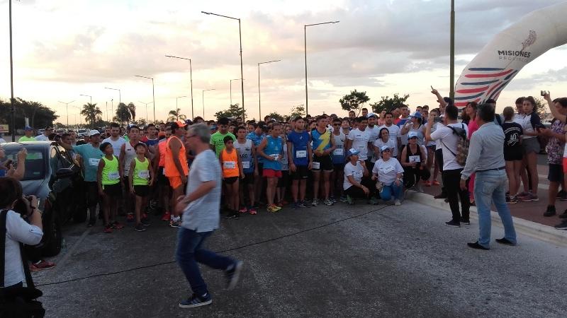 La UNaM celebró sus 45 años con una maratón en la Costanera de Posadas
