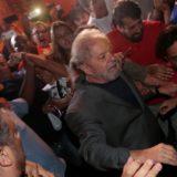 Tras una larga jornada, Lula ya se encuentra detenido en una sede policial en Curitiba