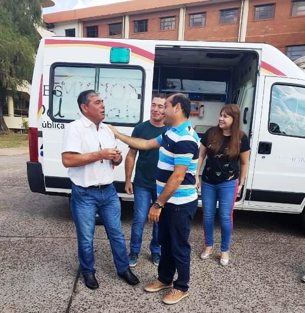 Entregaron cuatro ambulancias a localidades de la Provincia