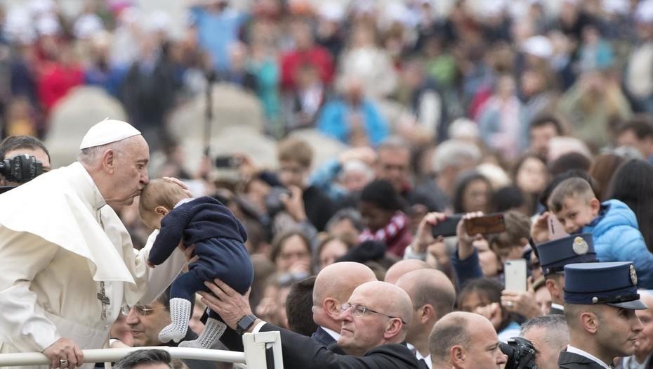 «Profundamente perturbado», Francisco reclama una «acción común por la paz en Siria»