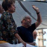San Pablo: en medio de forcejeos, Lula se entregó a la Policía y se dirige al aeropuerto