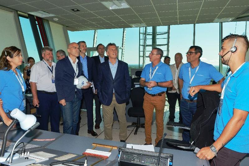 Macri recorrió la nueva torre de control del aeropuerto de Iguazú