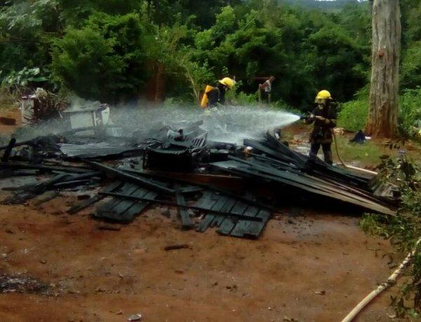 Se incendió la casa de una familia de tareferos de Oberá y perdieron todo