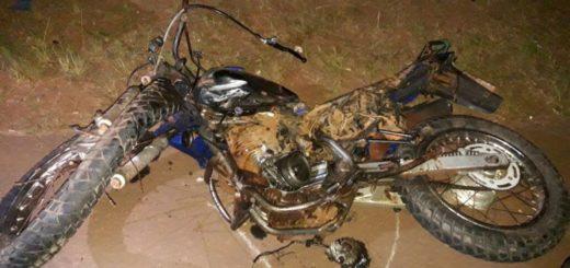 Motociclista falleció en el acto al chocar con un camión en San Vicente
