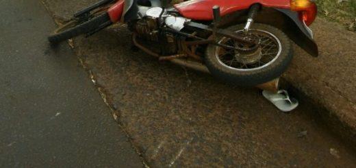 Intentó escapar con una moto adulterada, despistó y lo capturaron