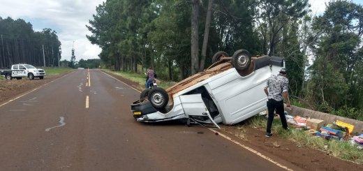 Volcó una camioneta en la que viajaban padre e hijo por la ruta 5, en Panambí