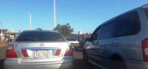 Aseguran que la cola de autos para cruzar de Encarnación a Posadas superó los 15 kilómetros en la jornada de ayer