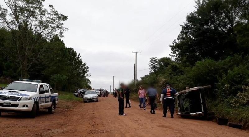 Alem: una mujer alcoholizada fue detenida luego de volcar con su vehículo