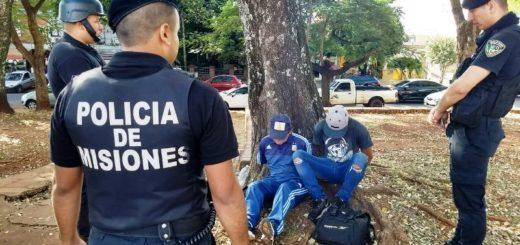 Posadas: detuvieron a dos hombres que iban fumando marihuana y causando desorden en la vía pública