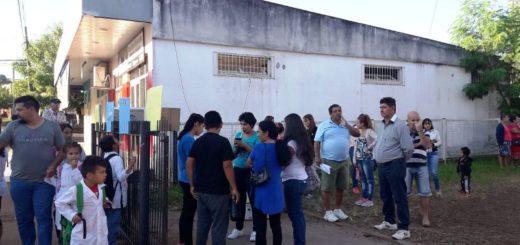 Puerto Piray: padres de alumnos de la Escuela 619 se autoconvocaron para reclamar que arreglen el edificio