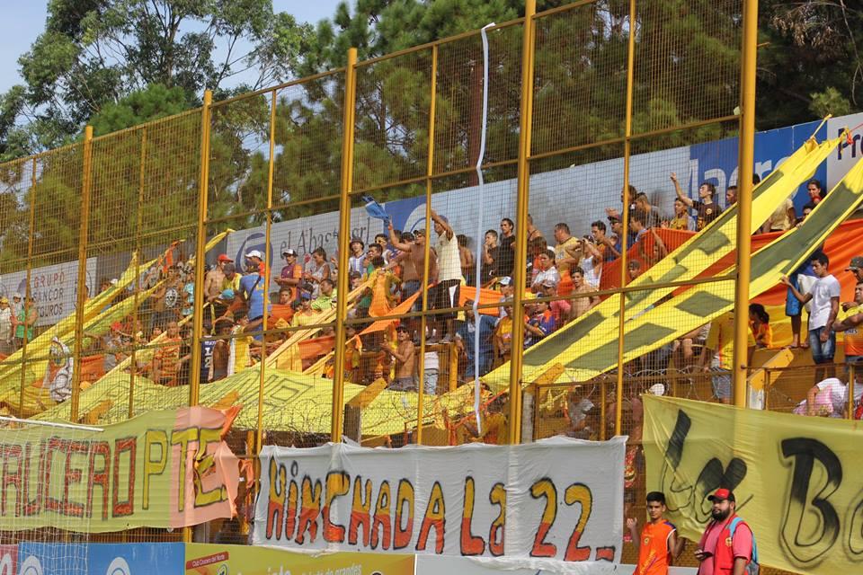 Un día volvieron: Los misioneros desafiaron el calor y coparon en gran número el estadio de Crucero frente a Estudiantes de Río Cuarto