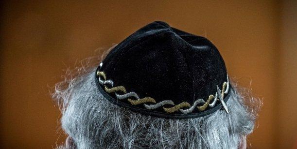 Alemania: por los nuevos casos de antisemitismo aconsejanno usar kipá en la calle