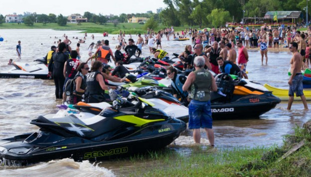 Primera travesía en motos acuáticas desde Posadas a San Ignacio, una caravana náutica sobre el Paraná