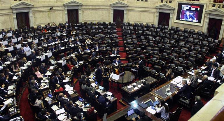 Por falta de un diputado, la oposición no llegó al quórum y se cayó la sesión para frenar tarifazo