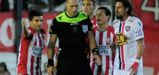 Cuestionan el penal que le dio Pitana a Chacarita contra Estudiantes