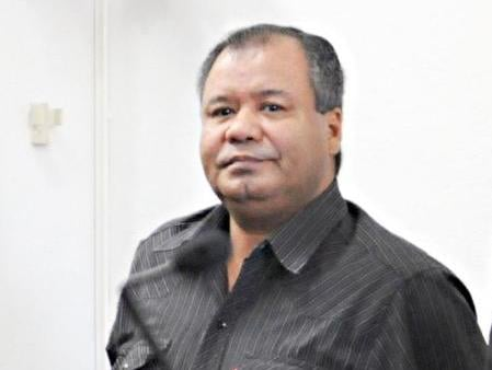 El penitenciario acusado de defraudación se declaró inocente y una testigo lo complicó en el primer día del juicio en Posadas