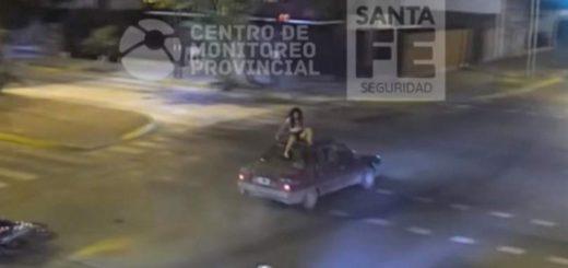Rosario: dos menores iban en moto, chocaron y una quedó sentada en el techo de un auto
