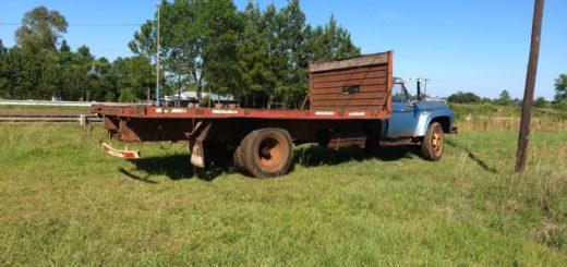 Chofer temerario: llevaba diez personas en la carrocería de su camión, que iba sin ninguna medida de seguridad